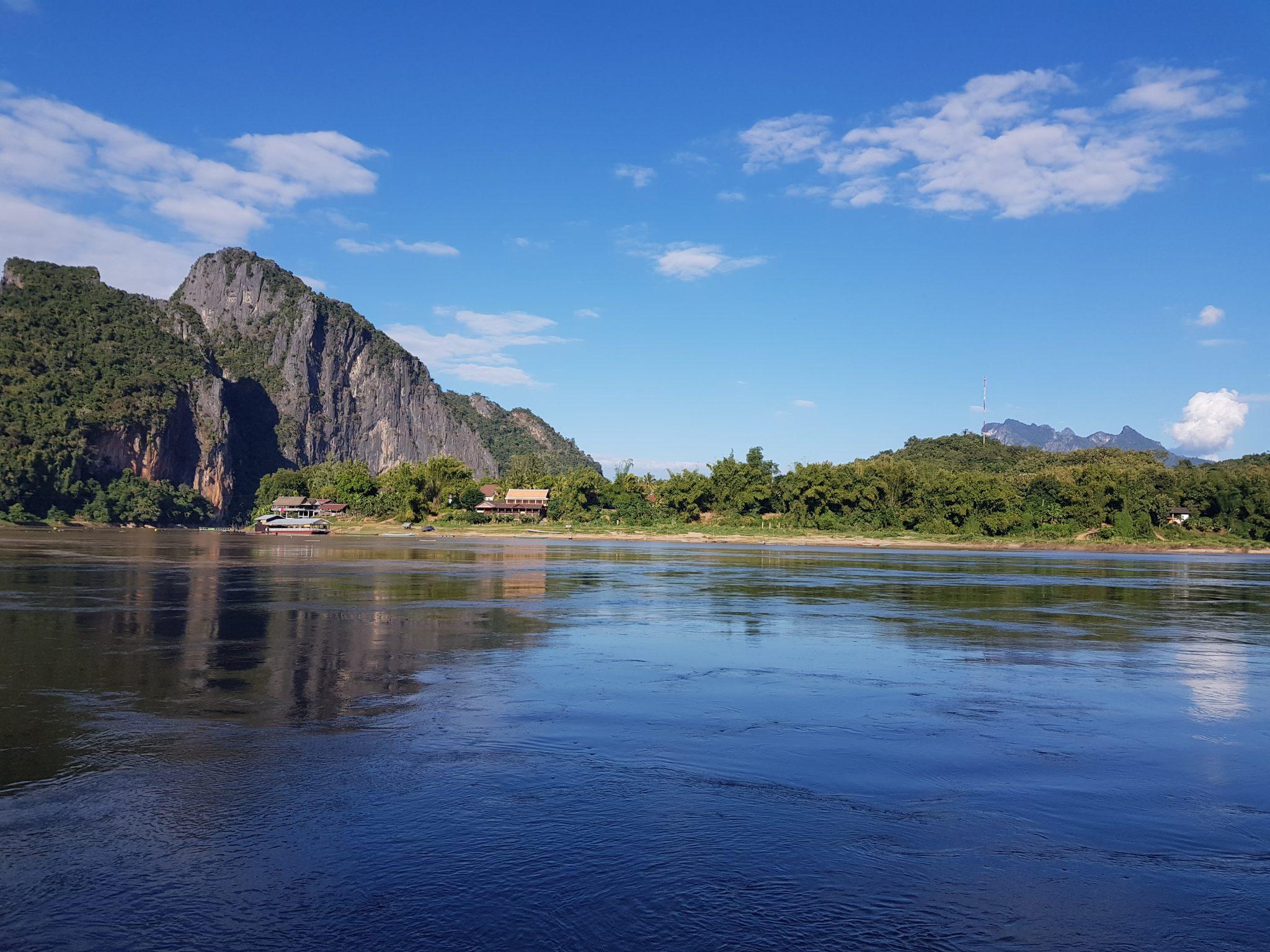 lange Flussfahrt über den Mekong